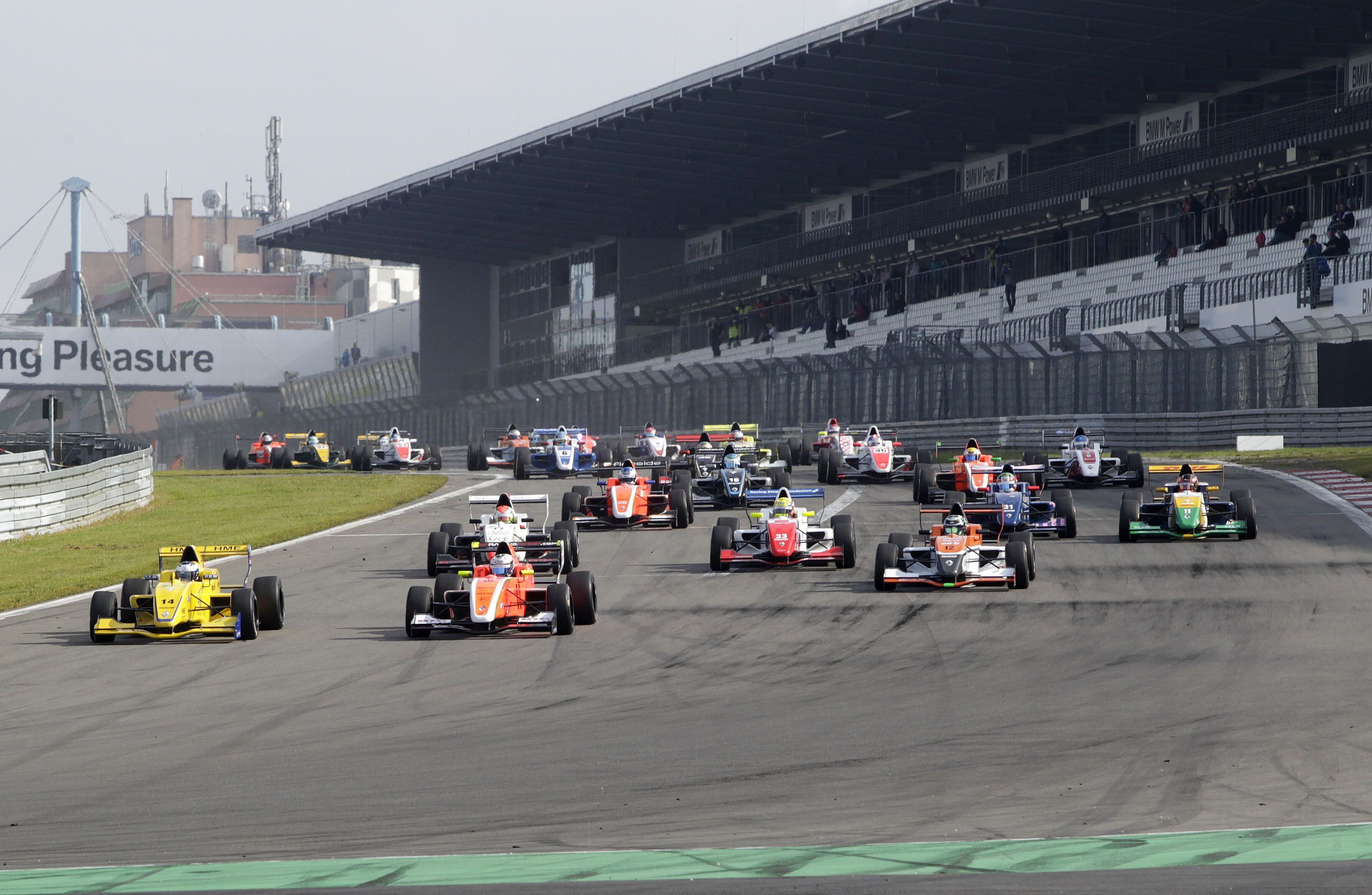 2014_FR_20_NEC_Press_Nurburgring_Start_Race2[1]