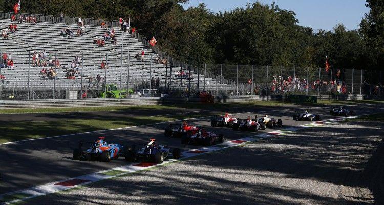 2015 GP3 Series Round 6. Autodromo di Monza, Italy. Sunday 6 September 2015. Ralph Boschung (SUI, Jenzer Motorsport) & Mitchell Gilbert (AUS, Carlin)  Photo: Sam Bloxham/GP3 Series Media Service. ref: Digital Image _SBL3601