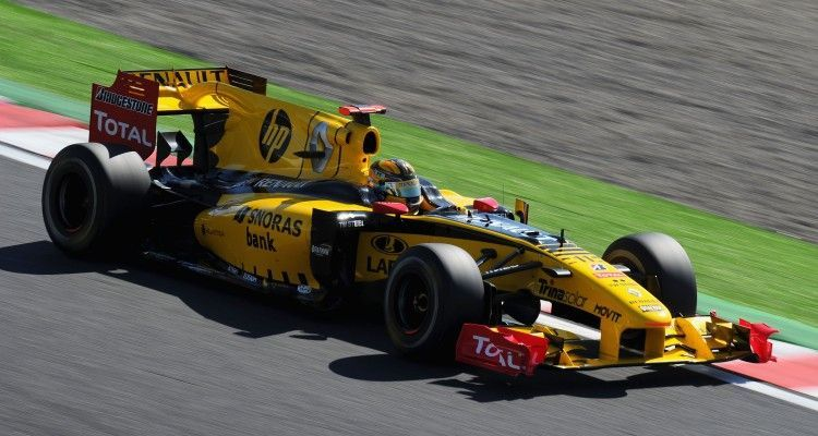 SUZUKA, JAPAN - OCTOBER 10:  Robert Kubica of Poland and Renault drives during qualifying for the Japanese Formula One Grand Prix at Suzuka Circuit on October 10, 2010 in Suzuka, Japan.  (Photo by Clive Mason/Getty Images)