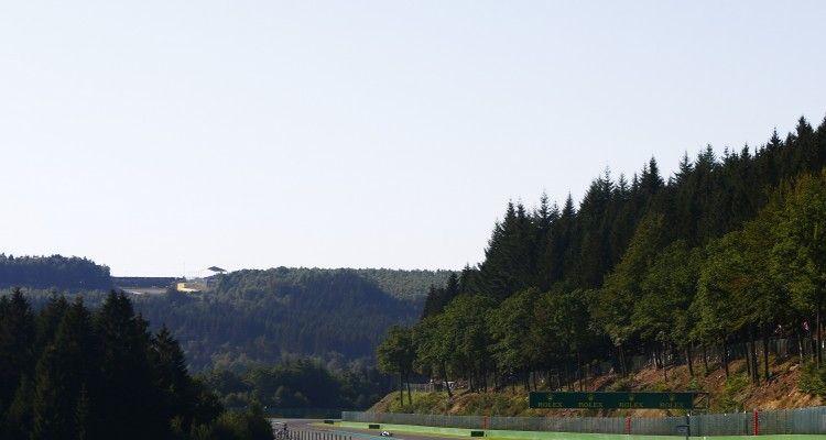 2016 GP3 Series Round 6.  Spa-Francorchamps, Spa, Belgium. Sunday 28 August 2016. Alexander Albon (THA, ART Grand Prix), Arjun Maini (IND, Jenzer Motorsport), Artur Janosz (POL, Trident)  Photo: Zak Mauger/GP3 Series Media Service. ref: Digital Image _X0W2783