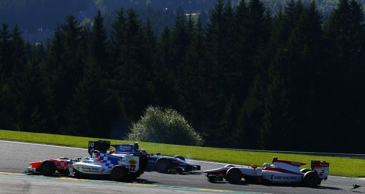 2016 GP2 Series Round 8.  Spa-Francorchamps, Spa, Belgium. Sunday 28 August 2016. Artem Markelov (RUS, RUSSIAN TIME), Oliver Rowland (GBR, MP Motorsport), Sergey Sirotkin (RUS, ART Grand Prix) crash. Photo: Zak Mauger/GP2 Series Media Service. ref: Digital Image _X0W2954