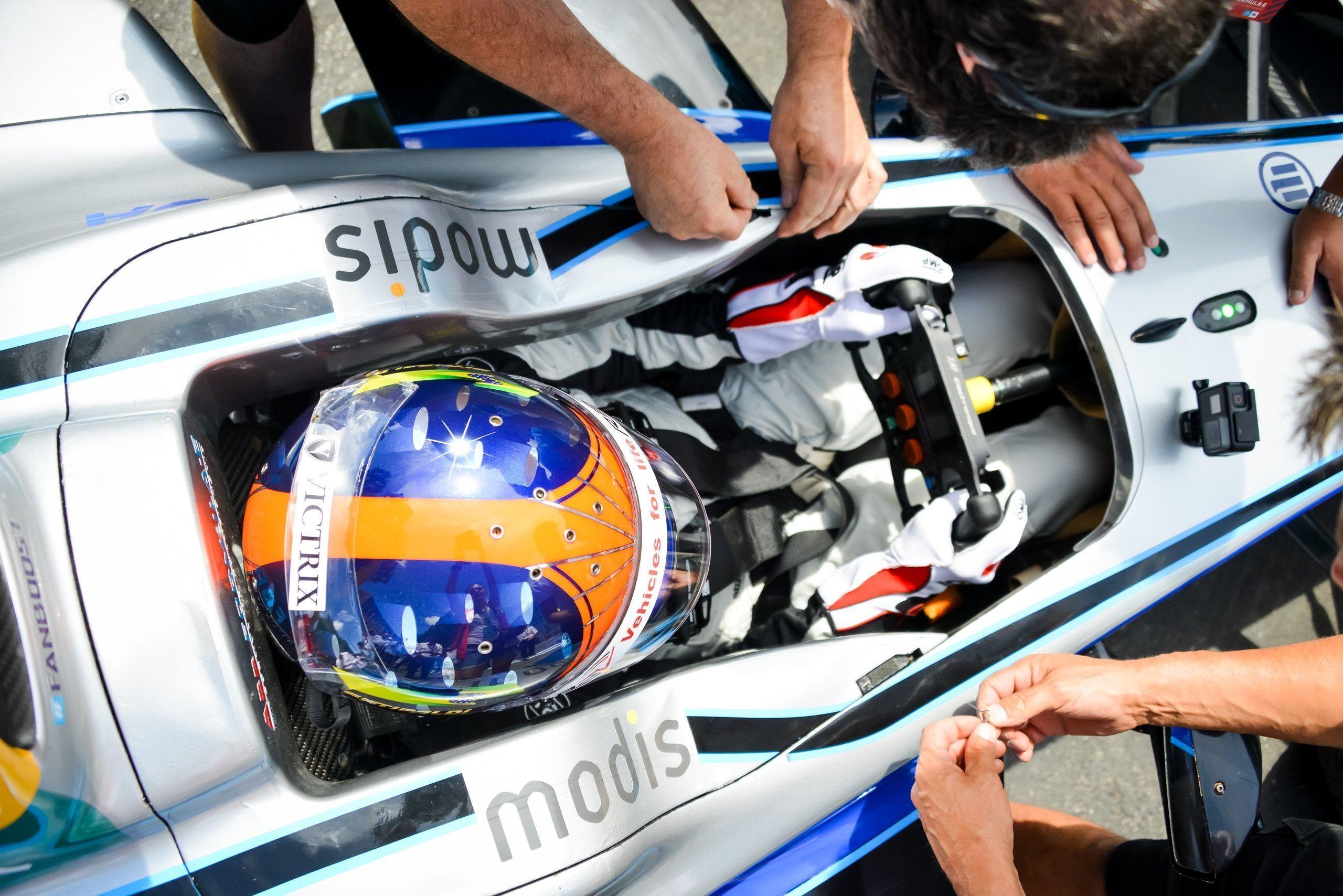 Video: Emerson Fittipaldi drives Formula E car in Zurich
