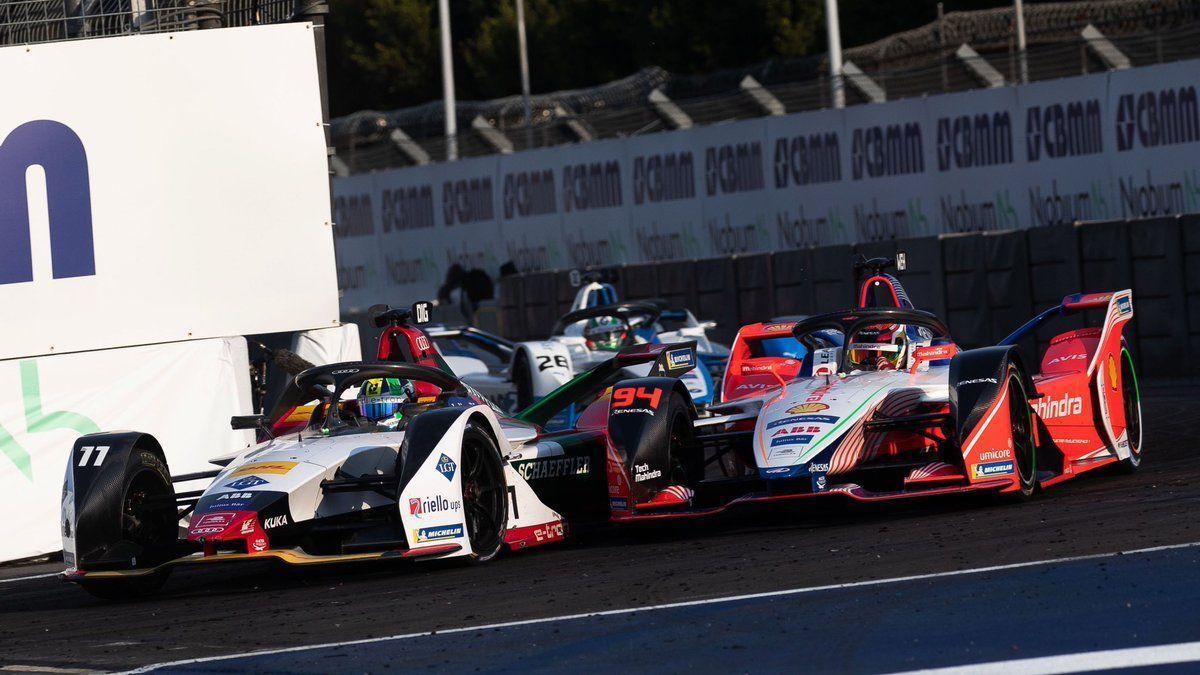 Lucas di Grassi ahead of Pascal Wehrlein in Mexico Formula E race