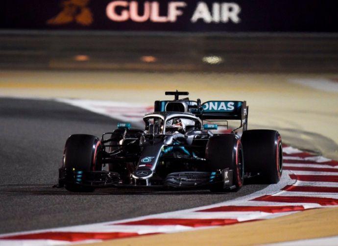 F1: Hamilton vence en Baréin gracias a la doble descomposición de Ferrari