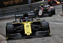 Daniel Ricciardo ahead of Kevin Magnussen, F1 Monaco GP