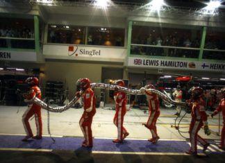 Charles Leclerc, Lewis Hamilton F1 re-fueling