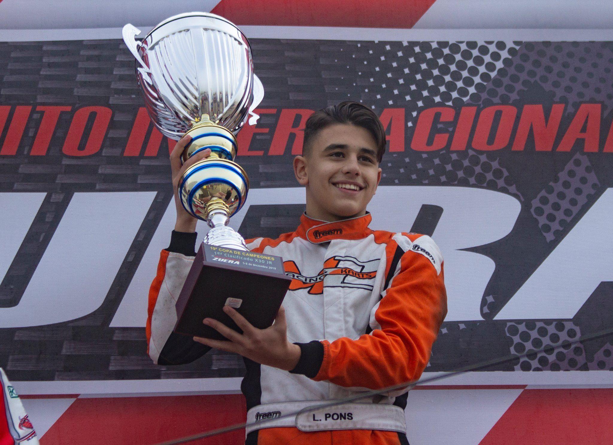 Lucas Pons en el podio de la Copa de Campeones
