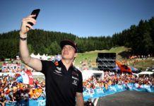 F1, Social media