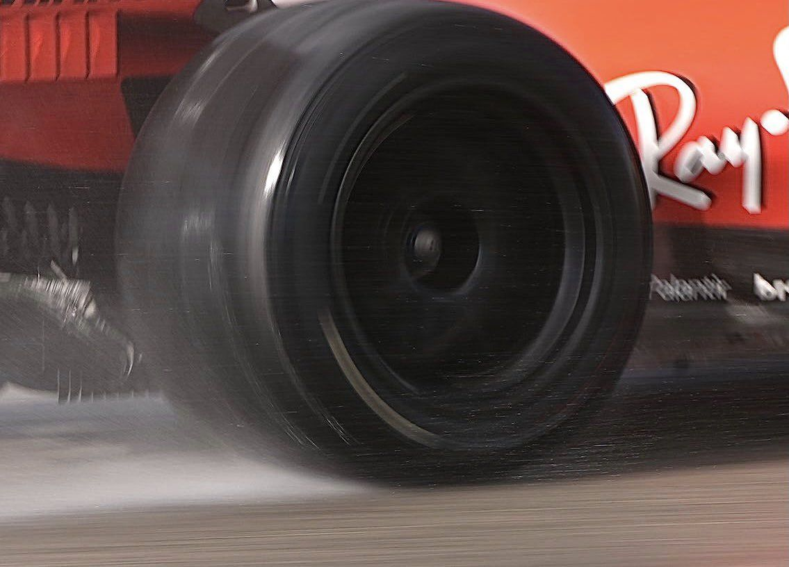 Ferrari, Mercedes, Mario Isola, Pirelli, F1